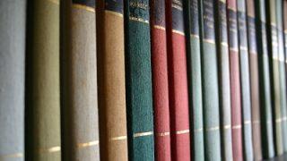 愛書家の要求に耐えうる本棚の現実的な解